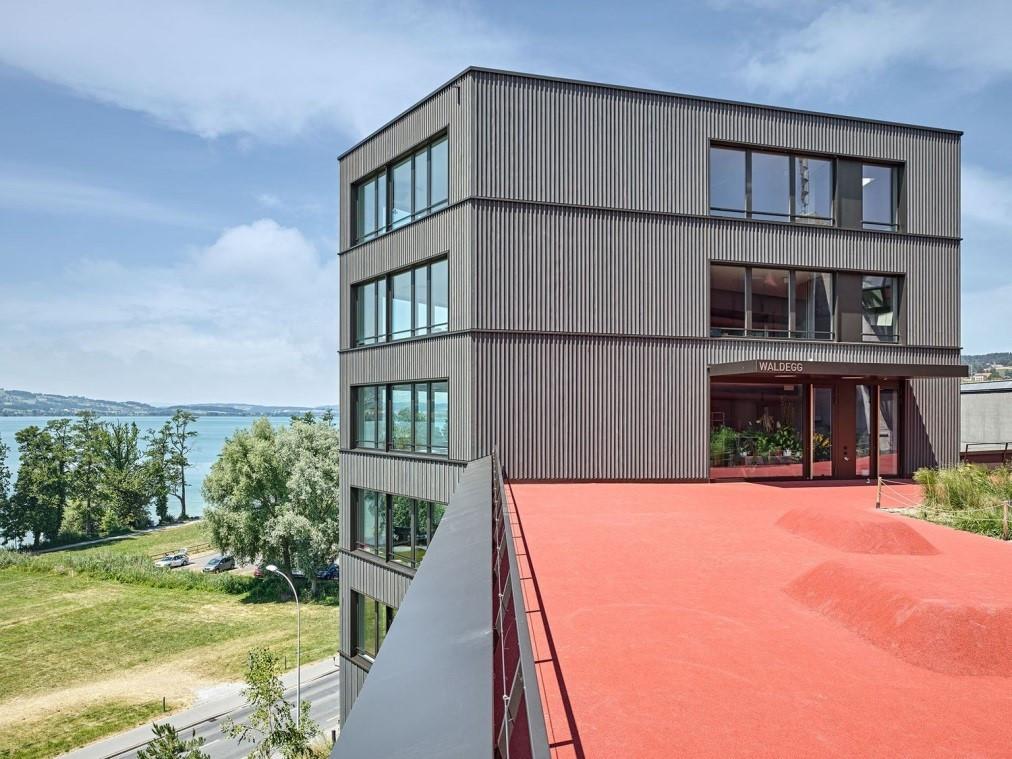 Schulhaus Waldegg Sempach.jpg