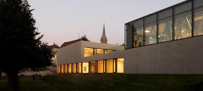 HSM Münchenbuchsee Schulhaus und Turnhalle.jpg