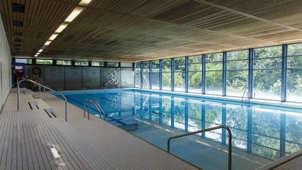 Schwimmhalle Schulhaus Mühlacker Oberdorf.jpg